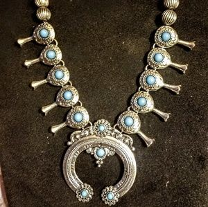 Jewelry - Vintage silver tone and turquoise necklace